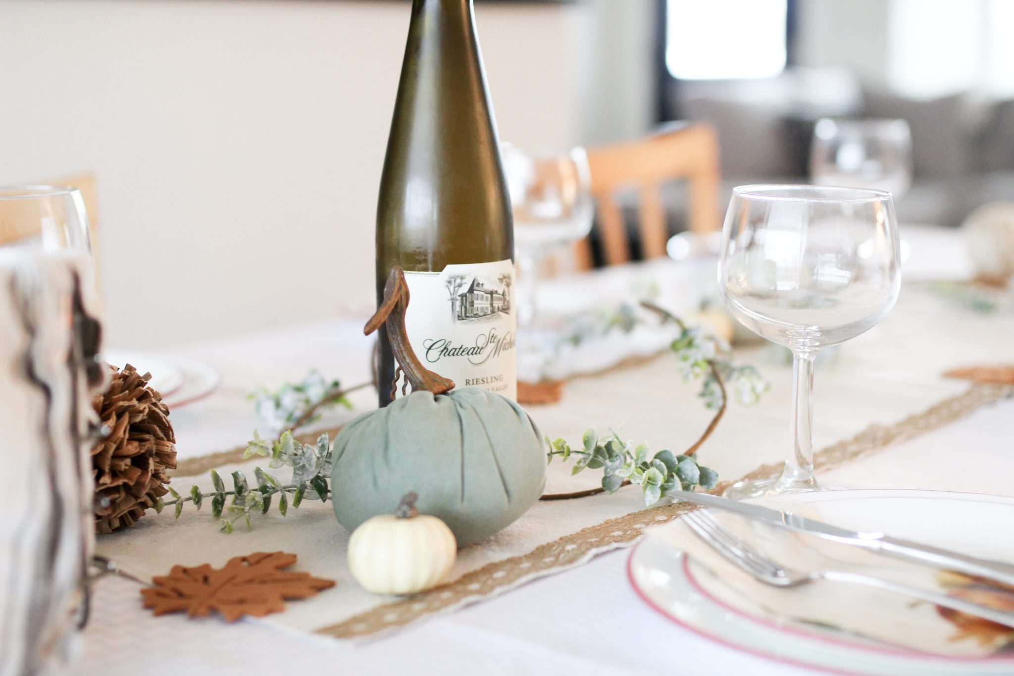 HOW TO CREATE A SIMPLE HOLIDAY TABLESCAPE