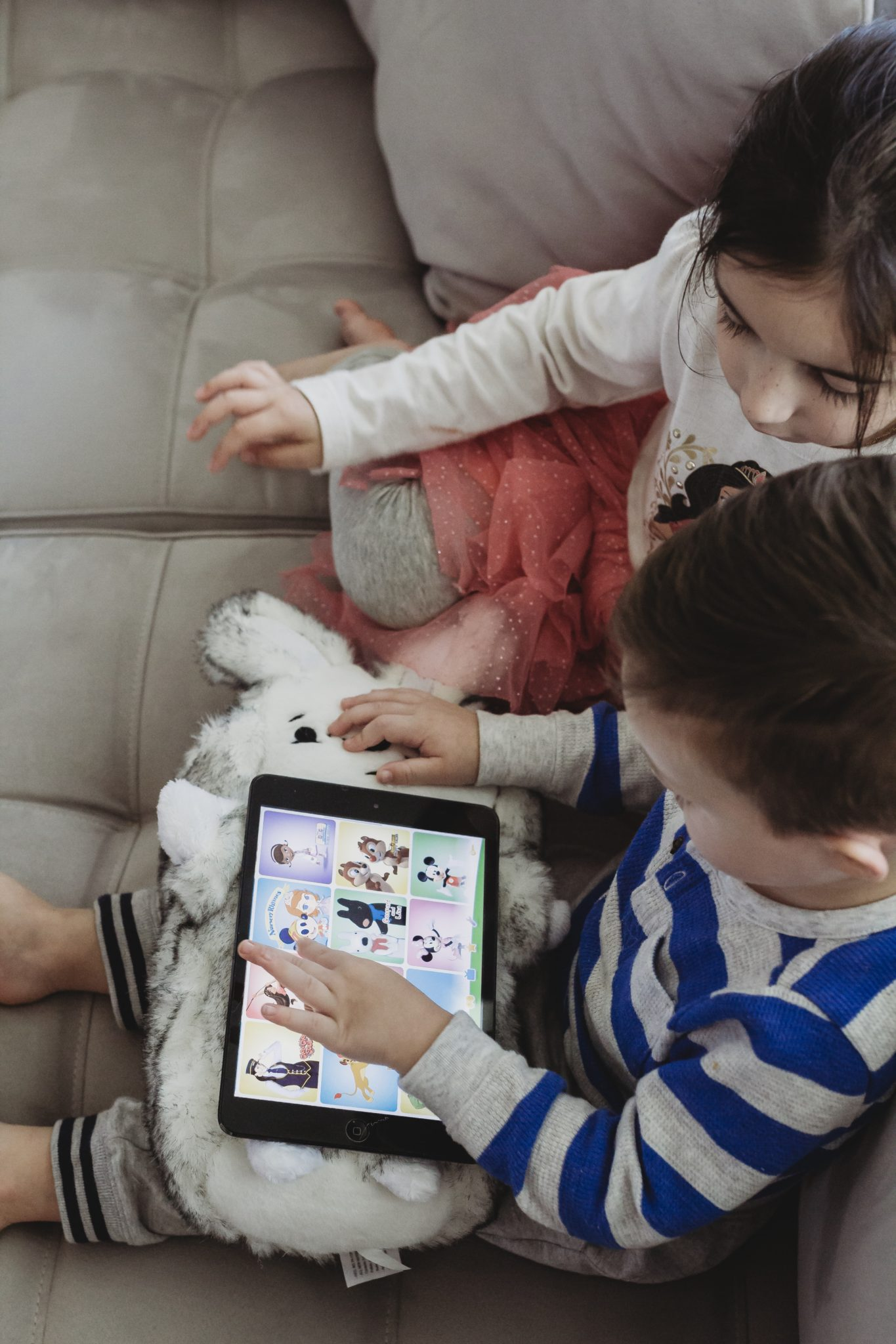 screen time for toddlers, screen time research, tablet usage limits, parental controls for kids tablets, ipad usage for kids