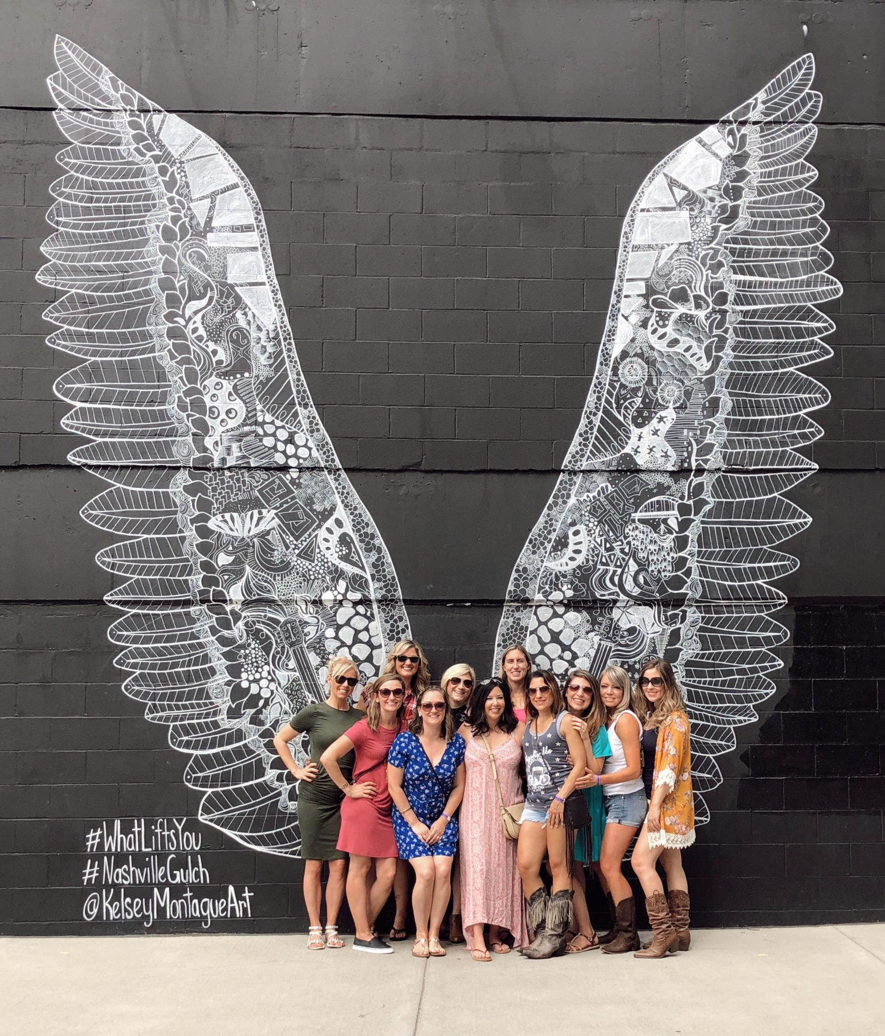 #Visitnashville, nashville hot chicken, nashville airbnb, nashville broadway, nashville bachelorette party, nashville downtown, nashville entertainment, nashville gulch
