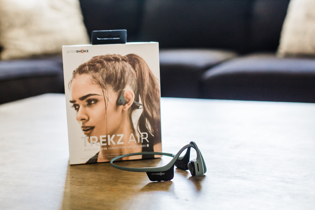 gift ideas for music lovers, gift ideas for him, gift ideas for runners, aftershokz, aftershokz trekz air, aftershokz trekz titanium, aftershokz headphones, aftershokz for running