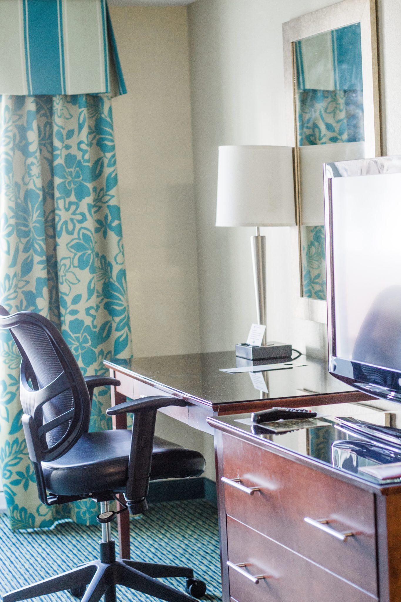 budget friendly Disney World hotel, Holiday Inn Orlando Lake Buena Vista, disney world hotels, off-site Disney hotel