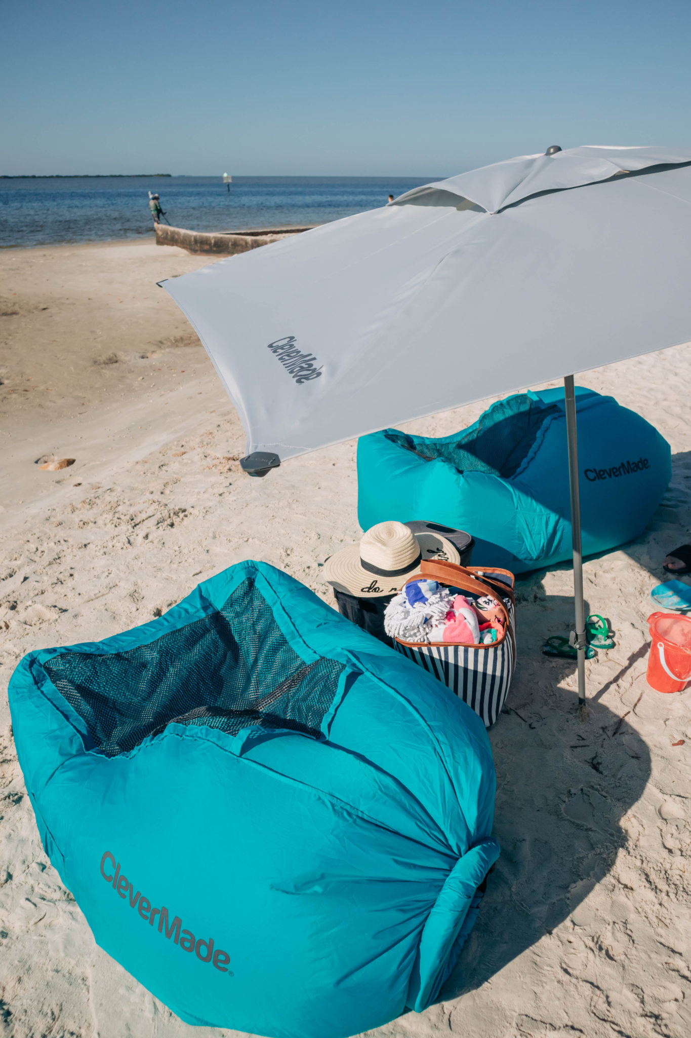 Beach Umbrella that stands or lays down - Tampa Lifestyle and Parenting Blogger, Crazy LIfe with Littles