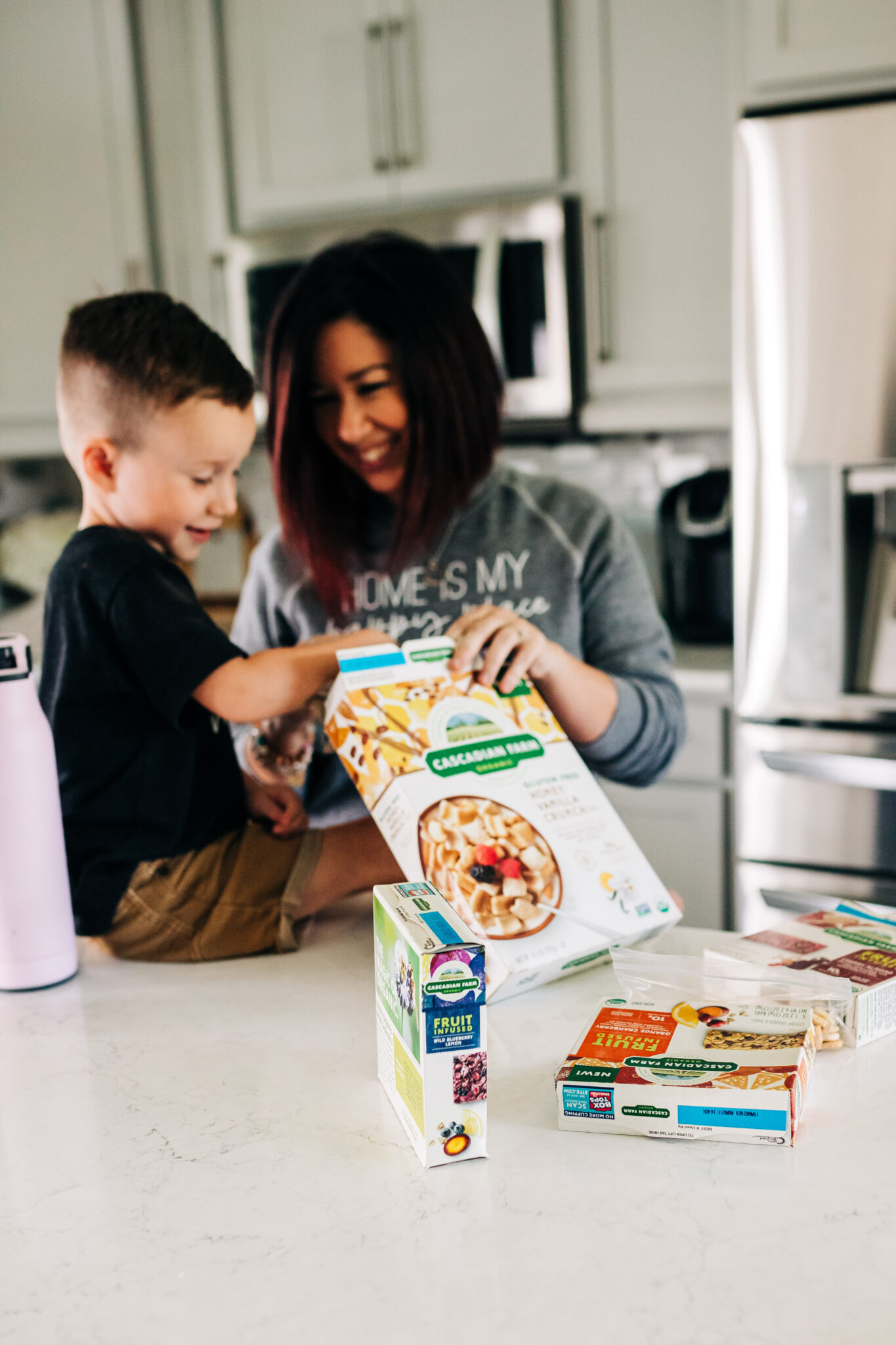 #ad #CascadianFarm #TheFeedFeed Sharing our favorite fall family activities and healthy snack options to enjoy while crafting and taking hayrides out on the farm.