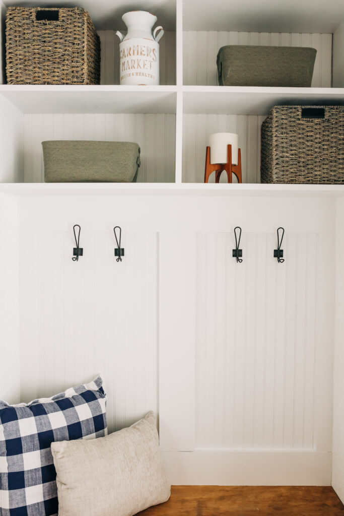 #bookshelfturnedbench #mudroom #diy Modern Farmhouse style budget friendly closet to mudroom makeover